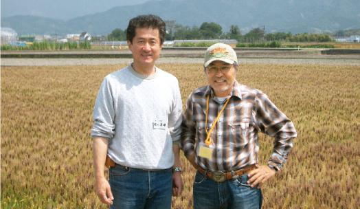 左)当社社長 右)生産者の牧さん